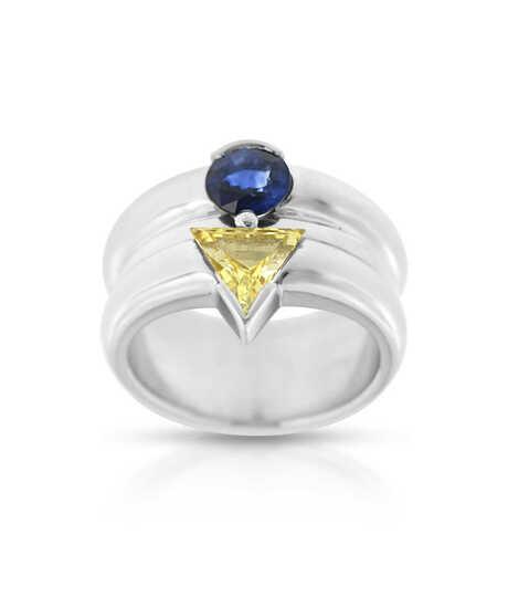 Witgouden ring met een ronde en een driehoekige Saffier