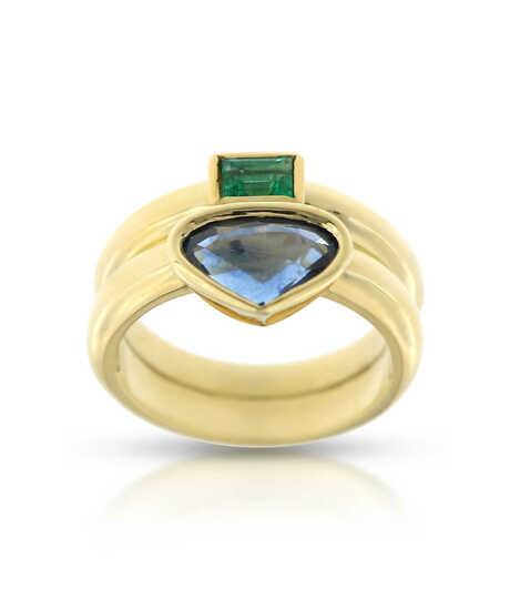 Geelgouden ring met saffier 2.39 ct en smaragd 0.28 ct