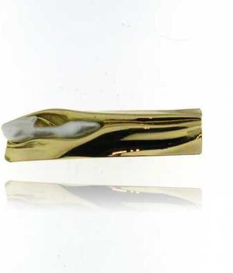 Geel gouden broche met zoetwaterparel
