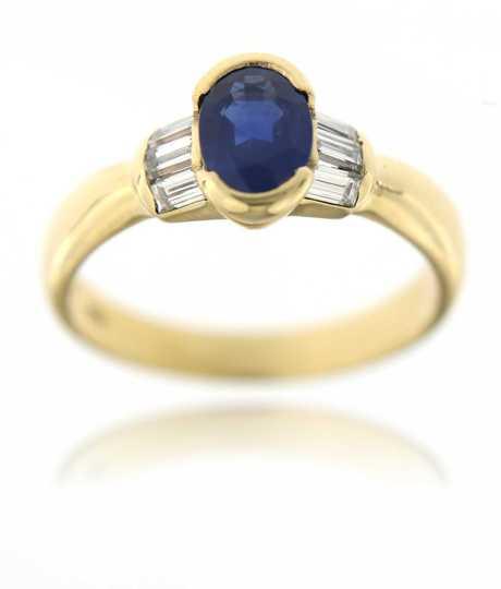 Geelgouden ring met ovale saffier diamant baguettes