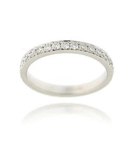 Infinity ring wit goud met 32 ° voor 0.56 ct