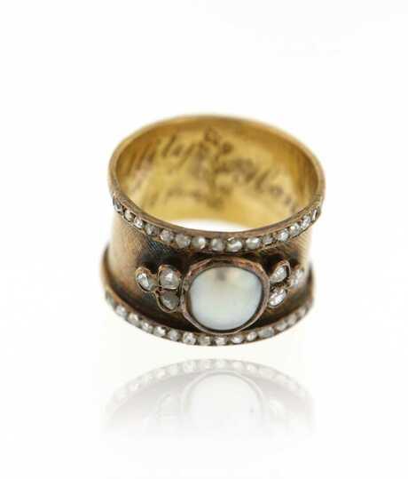 Geelgouden antieke ring met parel en briljanten