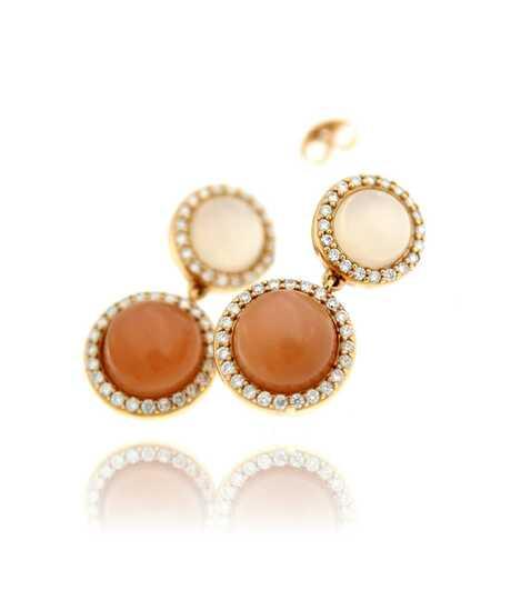 Oorbellen roze goud met witte en caramelkleurige maanstenen en briljanten