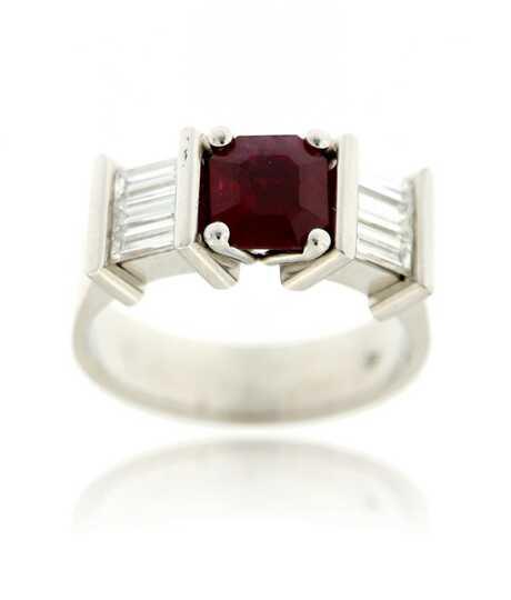 Art Deco witgouden ring 18 kt met robijn 1.87 ct