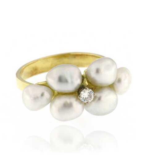 Geelgouden ring met Biwa parels en  briljant