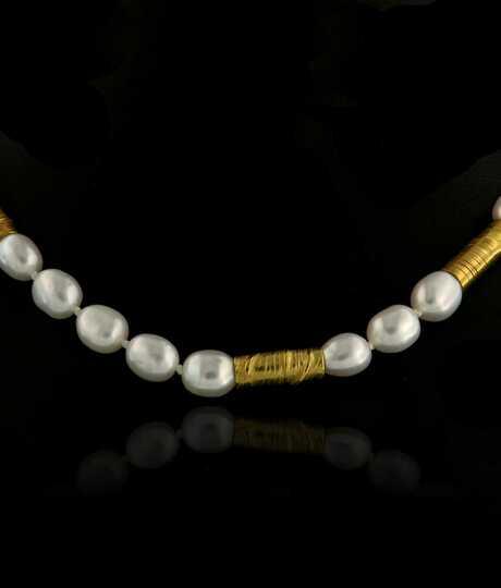 Biwa parelsnoer halsketting met geelgouden tubes